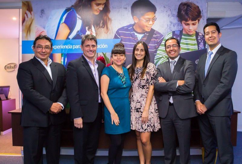 Ejecutivos de HP e Intel durante el relanzamiento del Centro de Experiencias Educativas de HP.