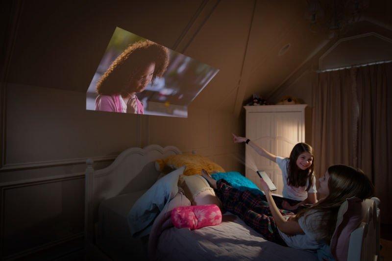 Pico_Girls_Projector